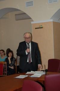 А.М. Асхабов открывает научную сессию