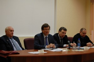 Участники круглого стола по реализации проекта по строительству завода по производству биоэтанола в Республике Коми