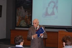 Я.Э. Юдович выступает с докладом на расширенном заседании Ученого совета Института геологии